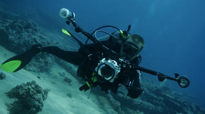 Фото и видео съемка начинающих дайверов под водой. Фото фотографа с аппаратурой.