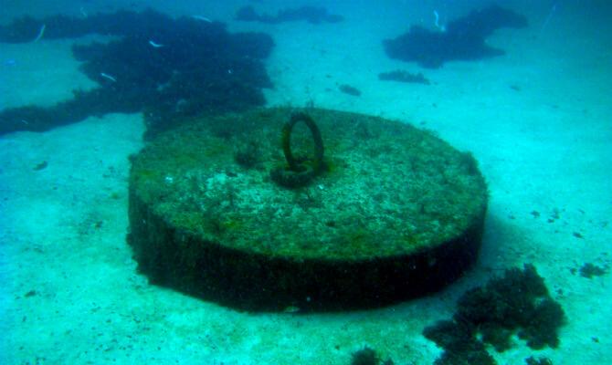 Тарханкут - первый в Советском Союзе подводный музей - пробка от моря