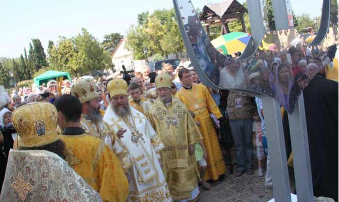 Крест в месте его освящения