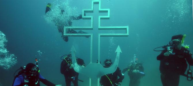 Воздвижение Поклонного Креста под водой