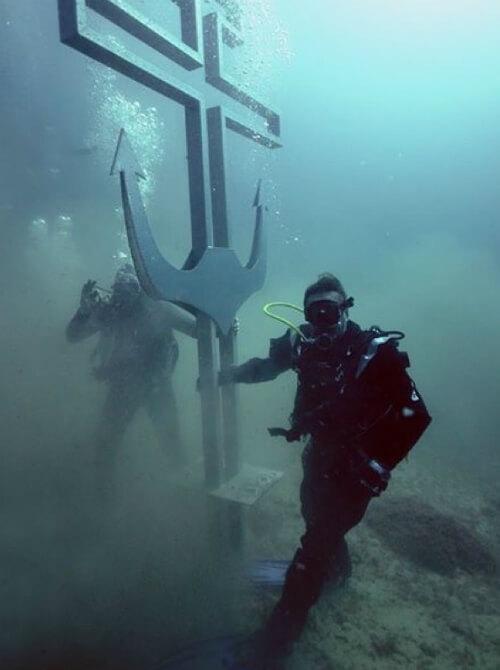 Тихон под водой