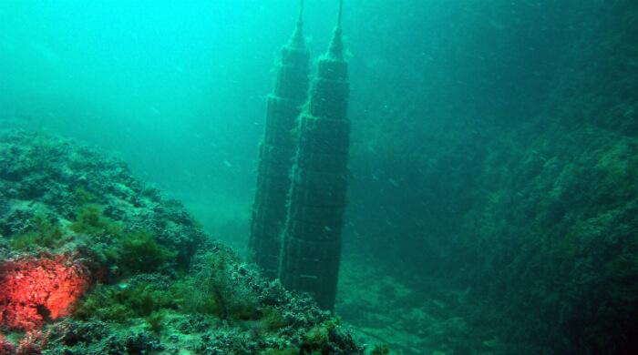 Тарханкут. Подводный музей. Фото башен-близнецов