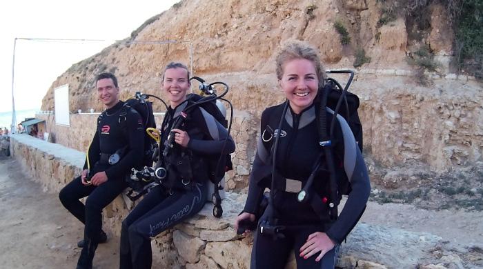Фото улыбающихся дайверы пред погружением
