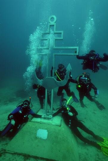 Подводный Поклонный Крест - погружение с дайвклубом МАТЕРЫЕ БОБРЫ