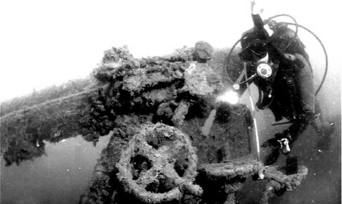 Охотник UJ-102 - фото под водой