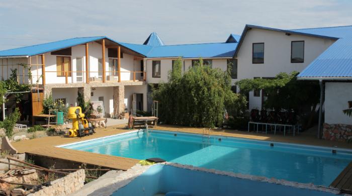Учебный центр ФОТО бассейна и двора