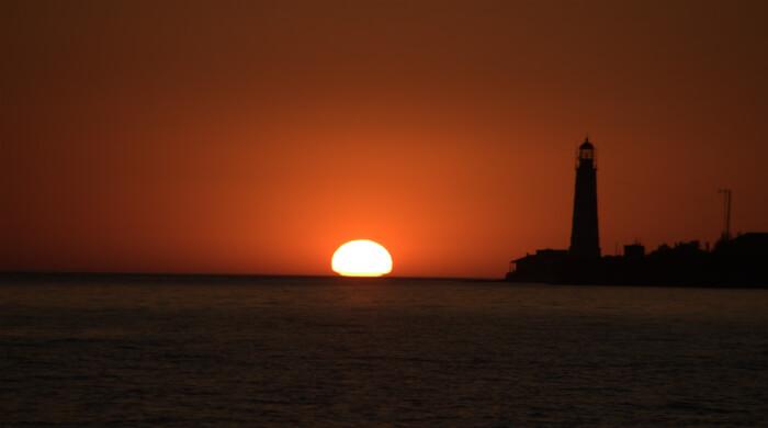 Тарханкут. Закат солнца около маяка