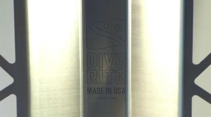 Логотип Dive Rite на стальной спинке