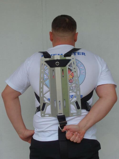 Фото правильного положения заднего D-кольца в подвеске Хогарта от Dive Rite, когда до него можно свободно достать рукой