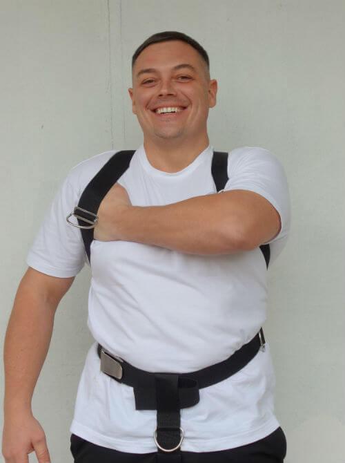Фото правильной затяжки подвески Хогарта от Dive Rite, когда под стропой проходит кулак